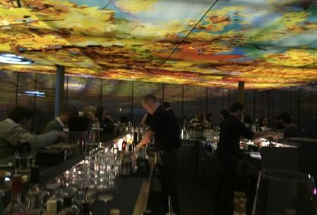 """Die Skybar """"Loft Sofitel"""" im 5-Sterne-Hotel Sofitel ist ein wunderbarer Ort für einen gechillten Cocktail über den Dächern von Wien. (Foto: Kultreiseblog)"""