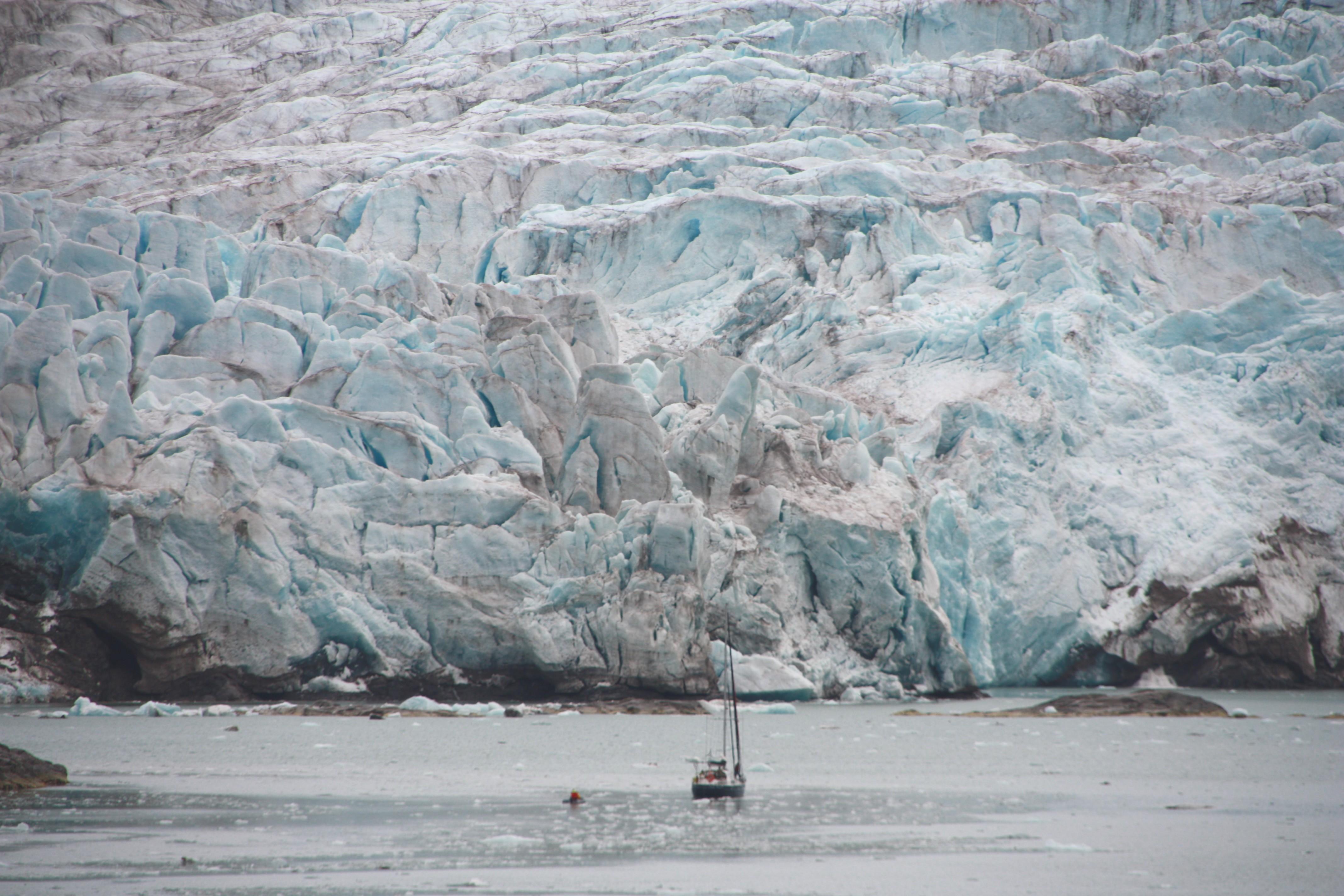 Krachende Gletscher im Tempelfjord, Spitzbergen
