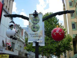 Weihnachtsdeko in der Fußgängerzone von Adelaide