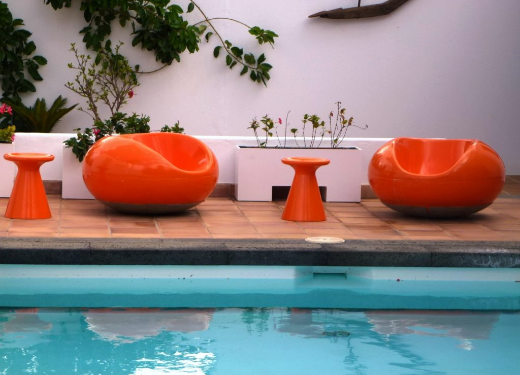 Extravagante Poolmöbel in Manriques Haus in Haria. (Foto: KULTREISEblog)