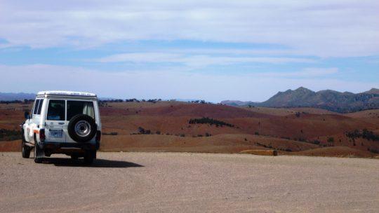 Jeep vor unendlicher Weite, Outback Australien