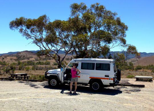 Simone mit 4WD in den Flinder Ranges, Australien