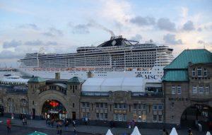 MSC Preziosa im Hamburger Hafen