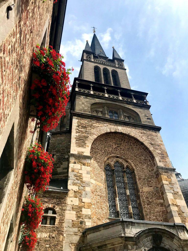 Aachener Dom beeindruckt schon von außen.