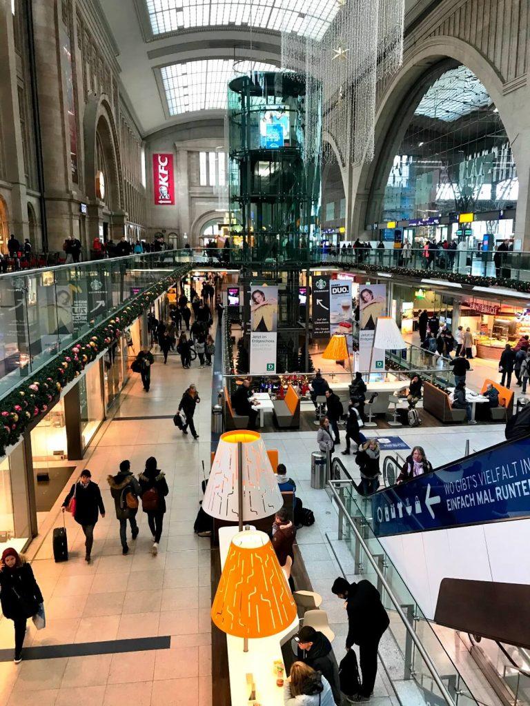 Der Leipziger Hauptbahnhof mit seinen Promaden zählt zu den schönsten in Europa. (Foto Simone Blaschke)