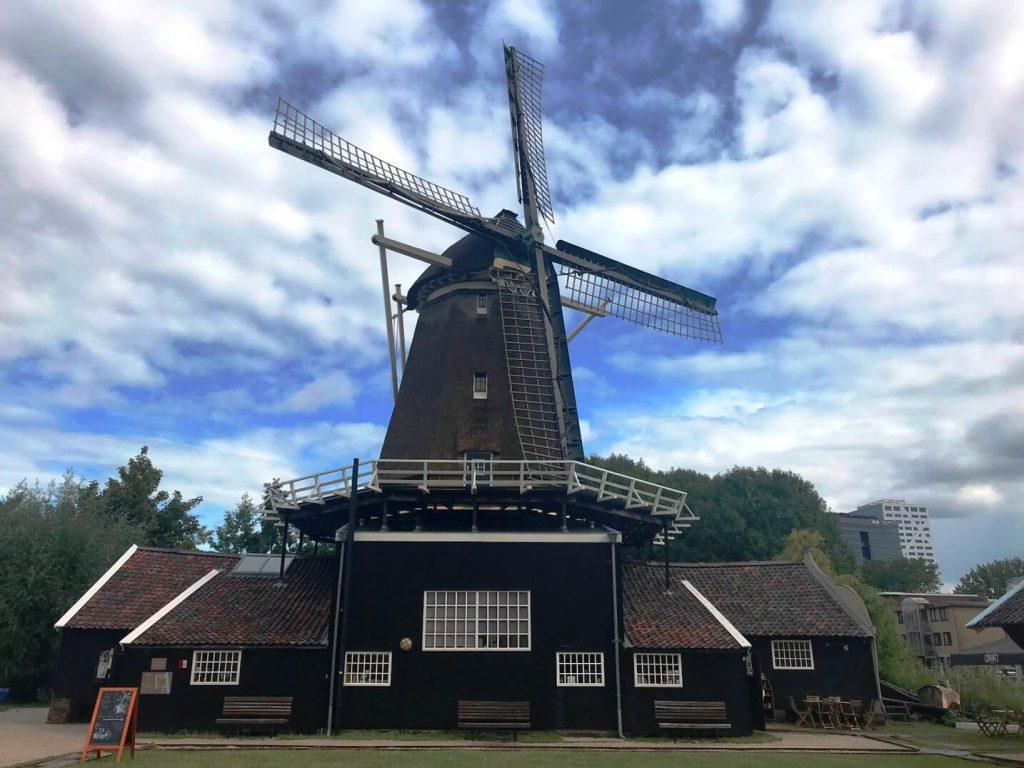 Molen de Ster steht mitten in Utrecht inklusive Café und Konzertsaal. (Foto: Simone Blaschke)