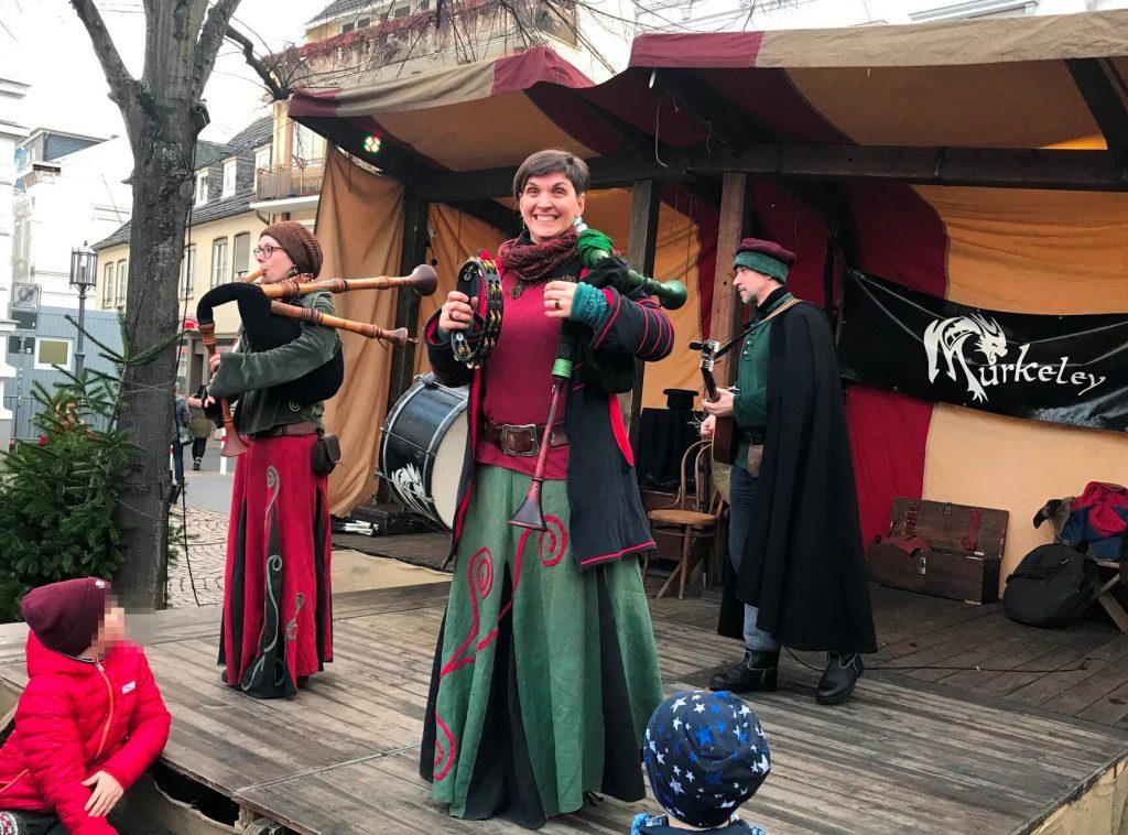 Originalgetreue Kleidung und Instrumente aus dem Mittelalter (Foto Kultreiseblog)