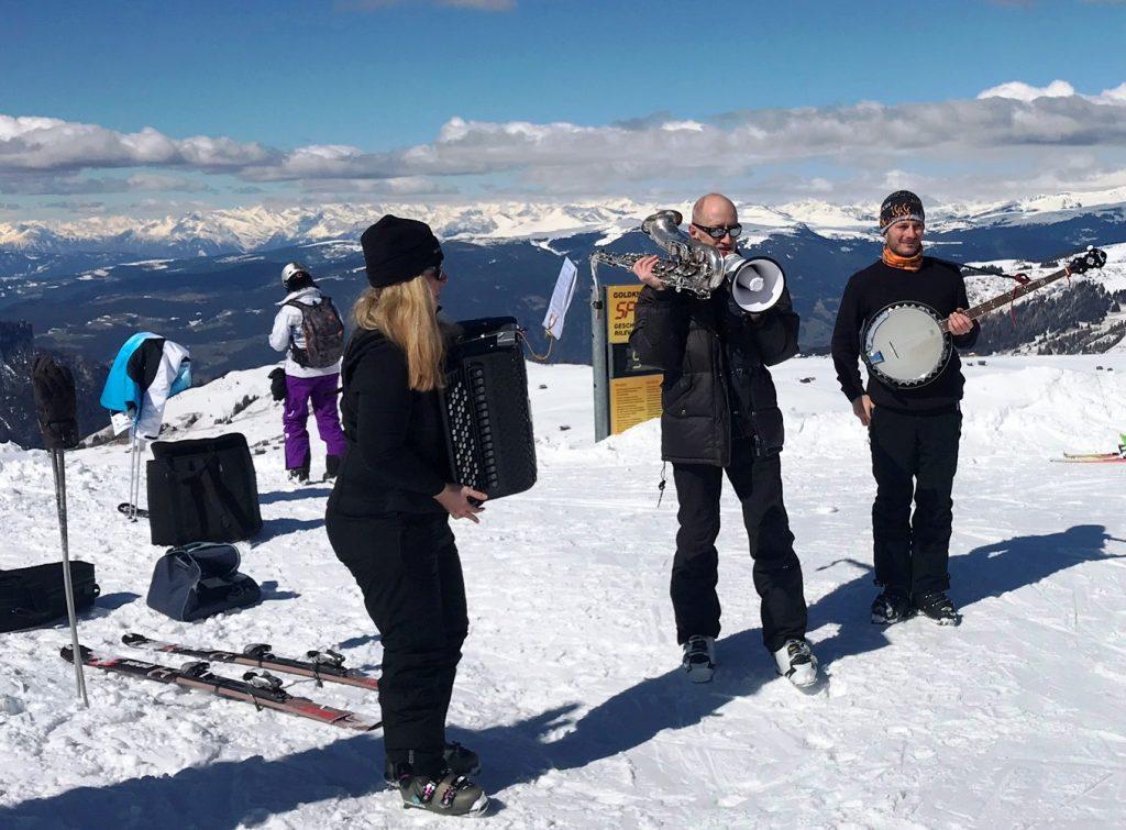 """Einmal im Jahr findet auf der Seiser Alm """"Swing on Snow"""" statt. (Foto KULTREISEblog)"""