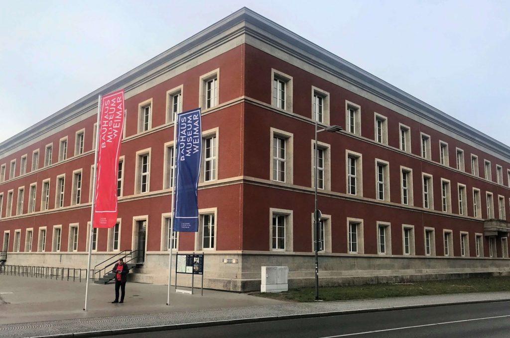 Das Bauhaus Museum in Weimar mit klaren Linien und Formen. (Foto KULTREISEblog)