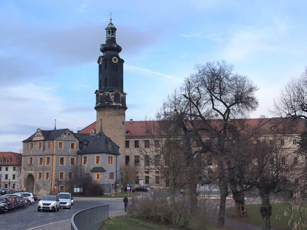 Das Stadtschloss ist nur eines der vielen Sehenswürdigkeiten in und um Weimar. (Foto: KULTREISEblog)