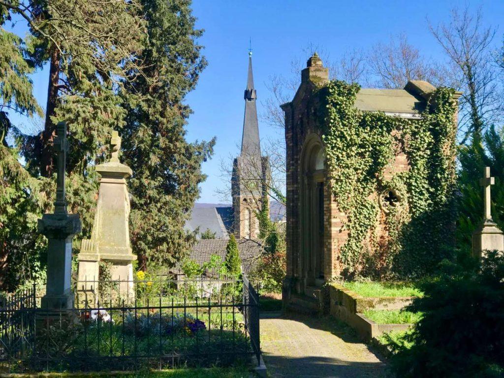 Kleiner Zufluchtsort in der Corona Krise: Der Alte Friedhof in meinem Bonner Stadtteil Kessenich ist wunderschön. (Foto Kultreiseblog)