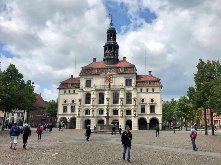 Das Rathaus von Lüneburg direkt am Marktplatz. (Foto Kultreiseblog)