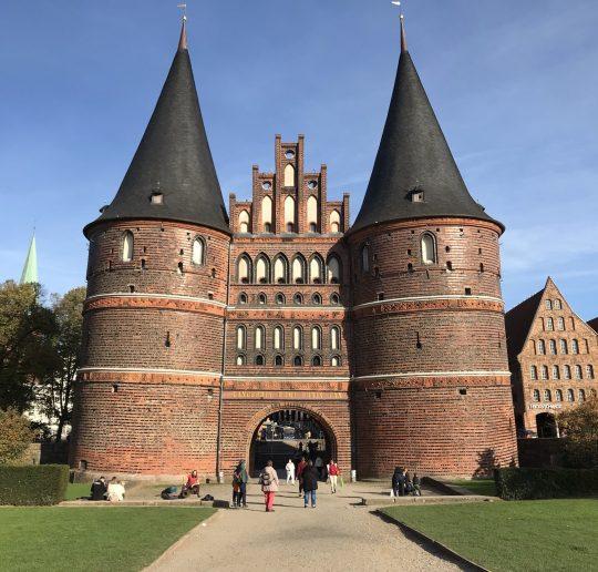 Das Holstentor ist das Wahrzeichen von Lübeck